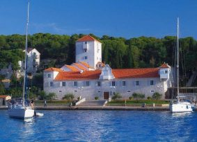 Boat Picnic Tour from Trogir with Kastela Excursions