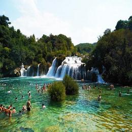 Private Tagestour zum Krka Wasserfaelle und Sibenik aus Kastela